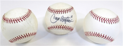 Lot of 3 2009 World Baseball Classic Balls 1-Signed Carlos Beltran